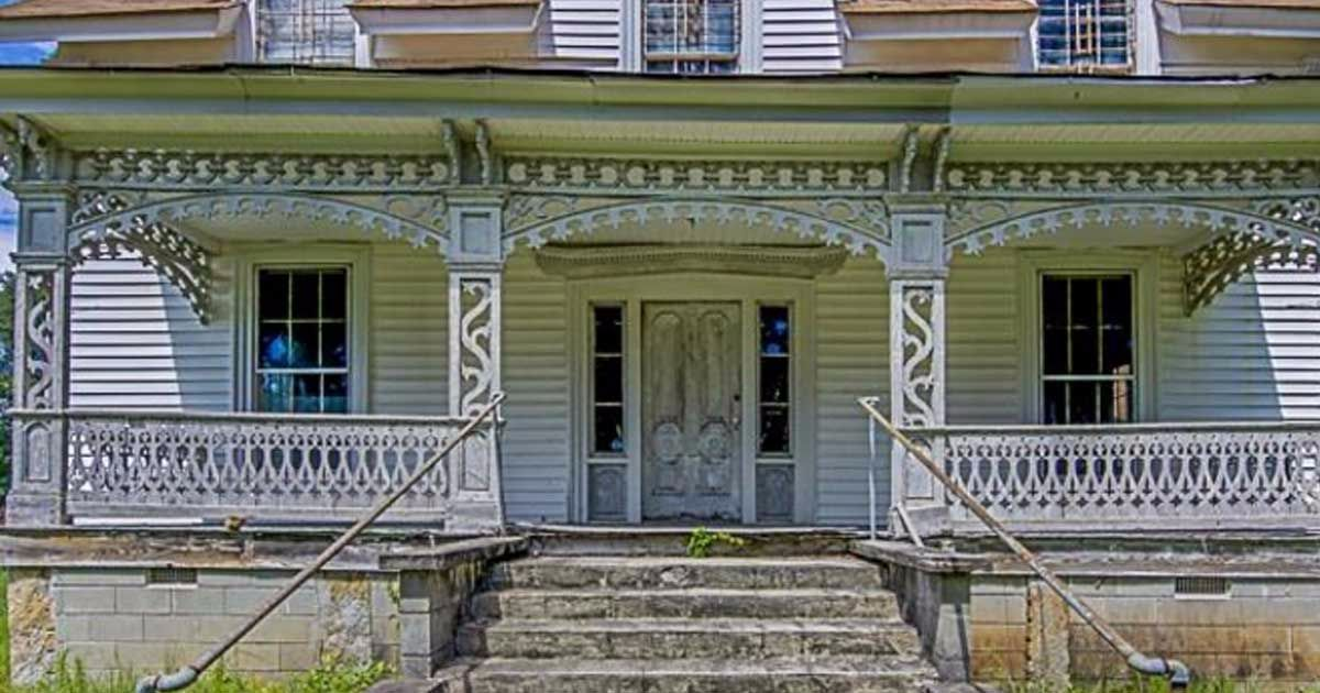 See How An Untouched Farmhouse From 1890 Still Impresses